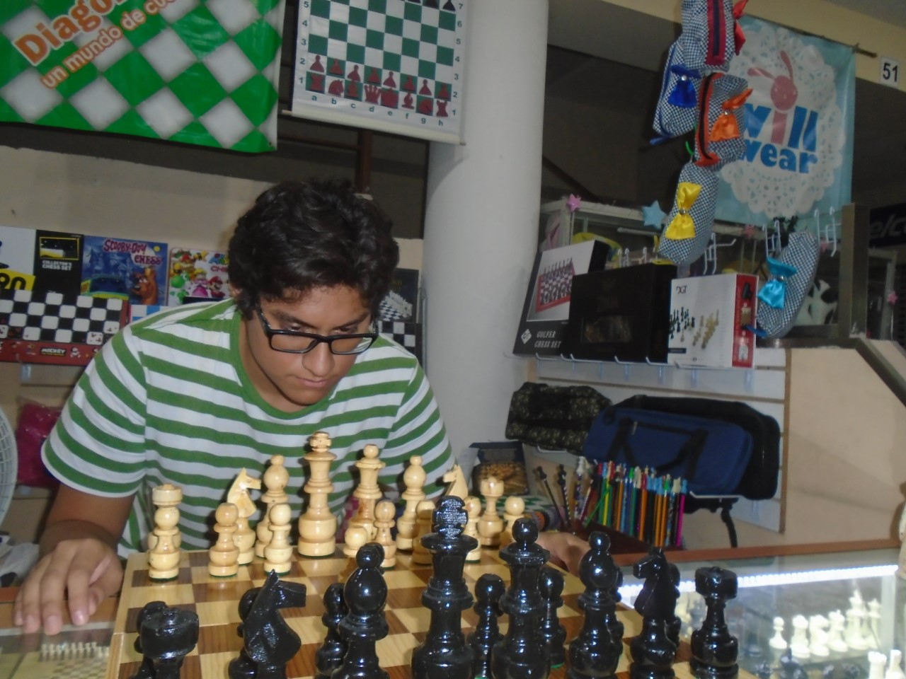 El joven estudiante Bruno Sebastián Lugo Solís, quien encabeza el Comité Organizador, informó que la competencia, que será de una sola categoría, constará de cinco rondas, a un ritmo de 15 minutos por jugador para toda la partida más cinco segundos adicionales por cada movida.