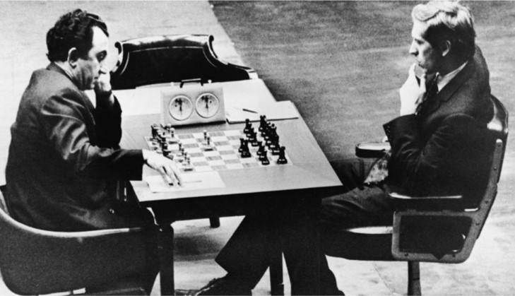 No en balde, el irascible Fischer, que para entonces ya sufría el padecimiento prostático que lo llevó a la tumba en Islandia, lo consideraba su amigo. Por algo lo escogió como rival en el match de revancha jugado en Sveti Stefan, Yugoslavia, a raíz del cual Washington quiso encerrar a Bobby.