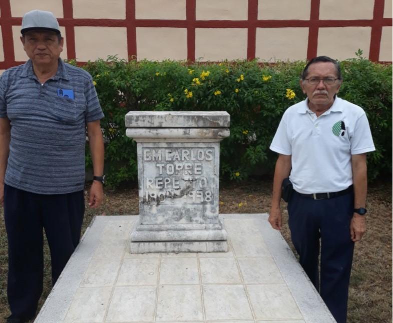 La tumba de Torre Repetto está en la Rotonda de los Hombres Ilustres, en el Cementerio de Xoclán, y en su visita acompañaron al campechano Sosa Pérez y el antillano Fajardo Leyva.