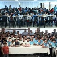 Cien jóvenes combatientes