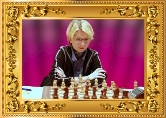 Eva Moser con marco dorado